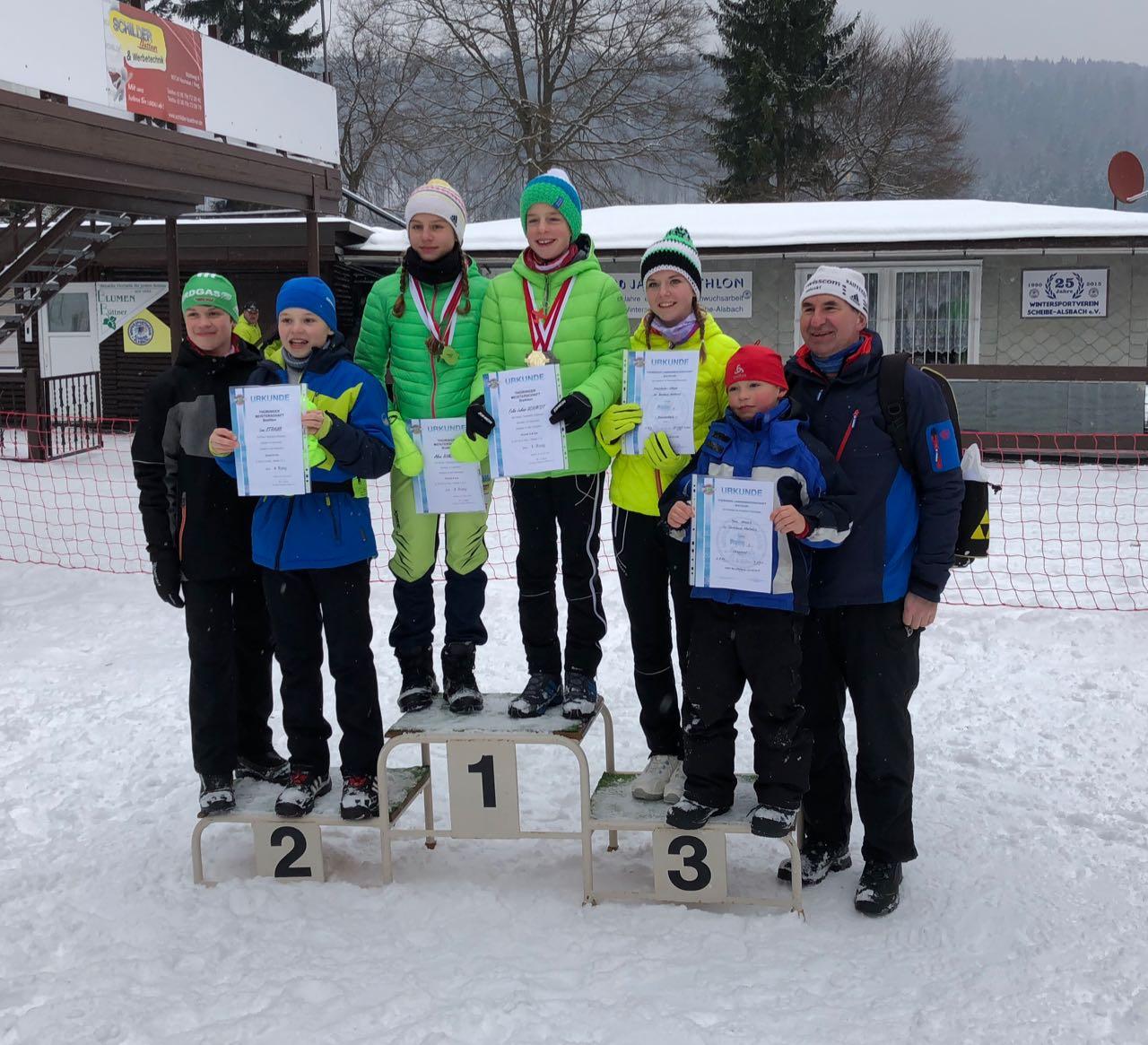 Björn Hönig, Leon Straub, Alina Nußbicker, Felix Schmidt, Josi Stolze, Ben Straub (AK 9) und Dieter Linz (Trainer)